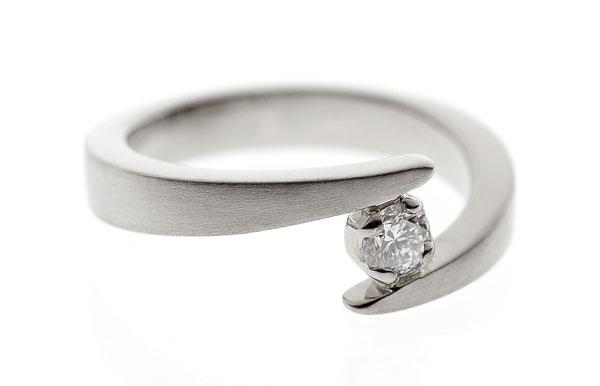 Yhdessä | Valkokulta 750, timantti | Vihkisormus